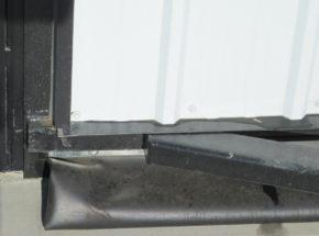Bottom door seal