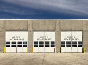 Vertical bi-fold hangar door