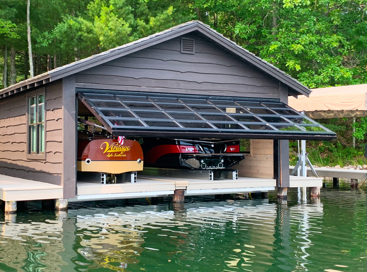 Architectural hydraulic boathouse door